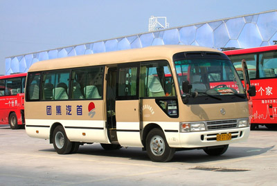 """对考斯特""""情有独钟""""---北京首汽巴士旅游公司队长王世平"""