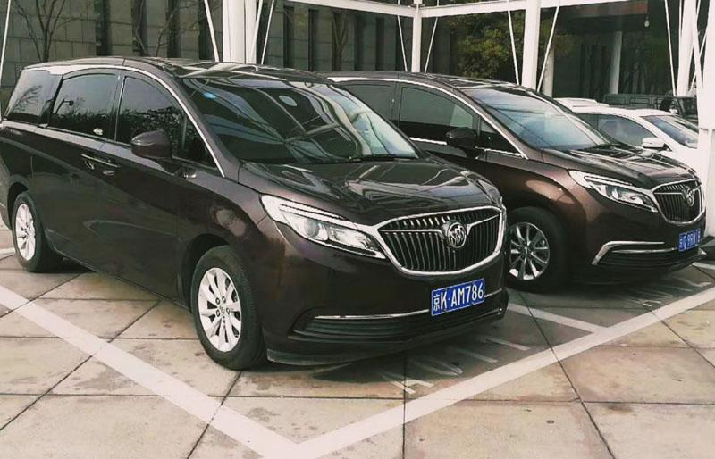 北京租车:2017款香槟金色别克GL825S豪华型