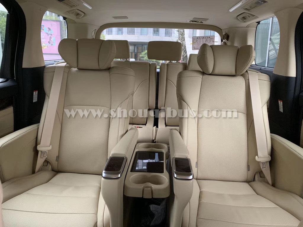 北京7座丰田阿尔法保姆车租赁