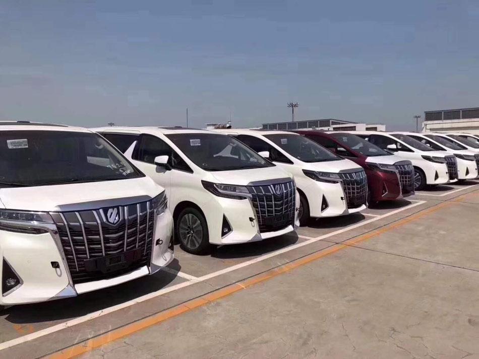 丰田埃尔法在北京包一天多少钱?