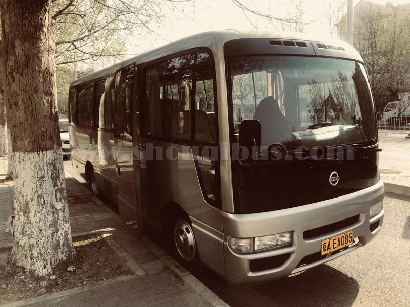 北京19座尼桑碧莲带司机市内包车多少钱一天?