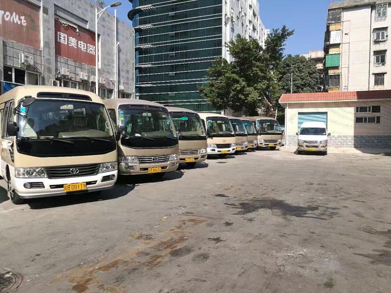 北京首汽中巴车租赁公司_中巴车租一天多少钱?