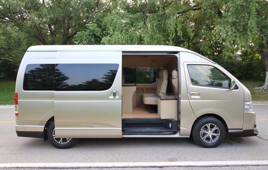 首汽中巴车:13座豪华版丰田海狮
