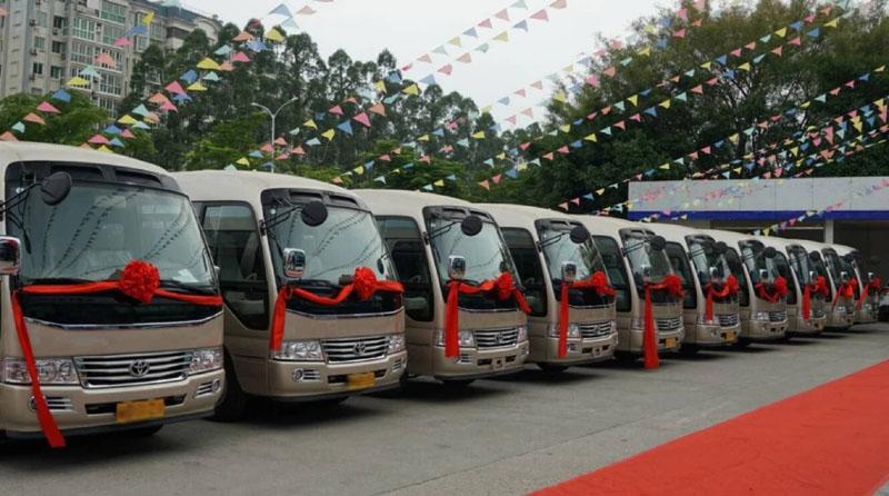 北京中巴车带司机租一天多少钱?