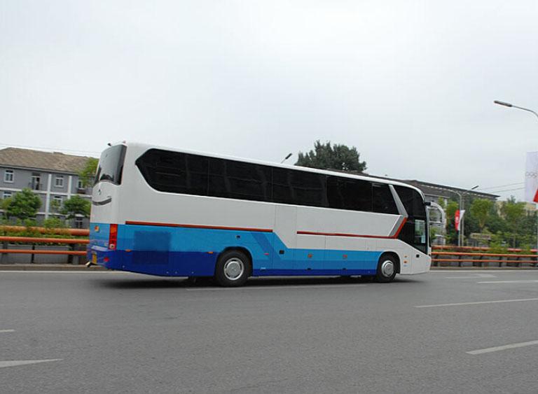 首汽49座金龙大巴车配司机租车价格