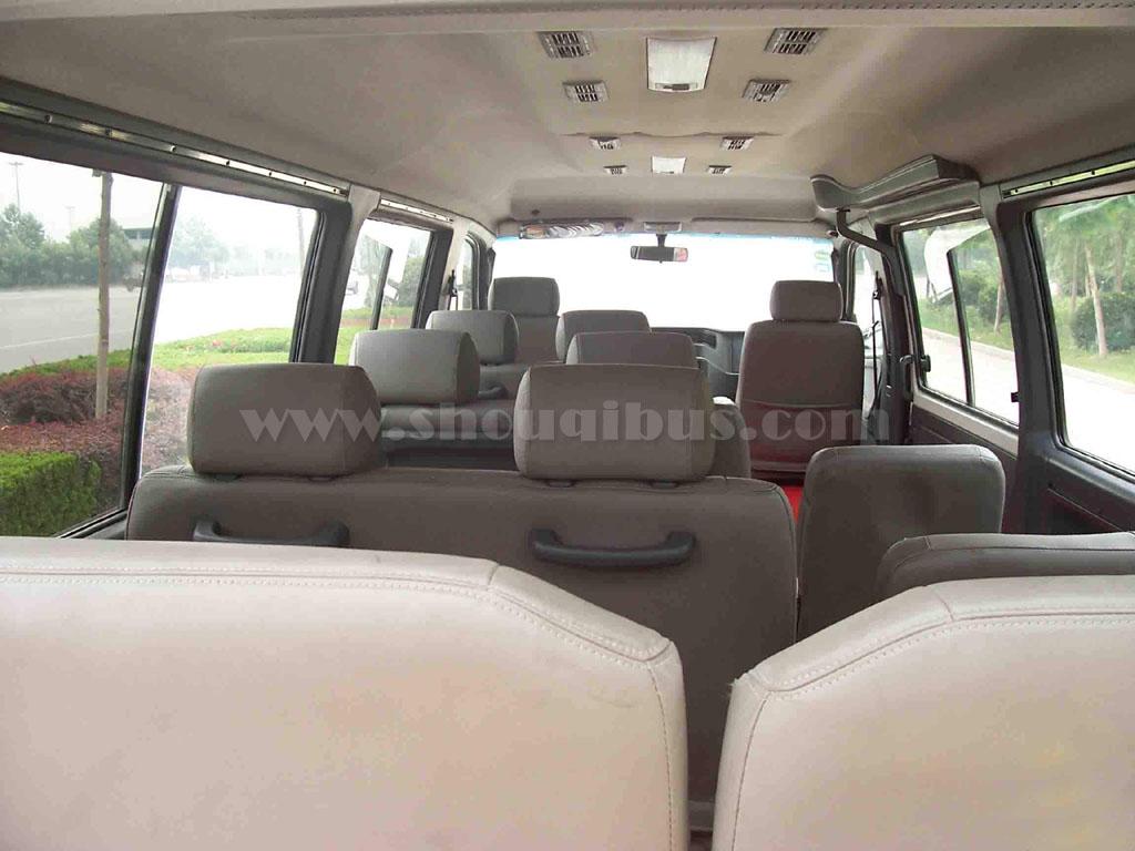 北京租车:14座奔驰MB100商务包车价格