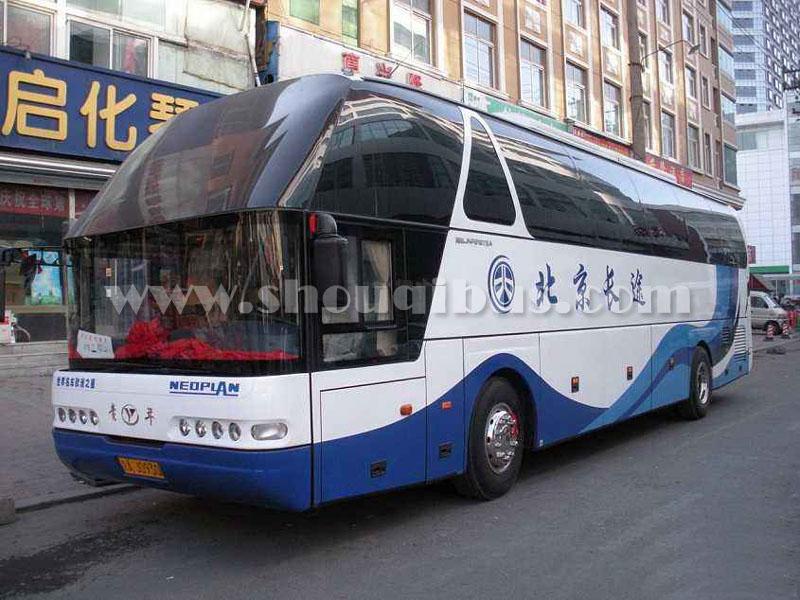 北京首汽69座大客车租赁价格:青年尼奥普兰JNP6140FKM