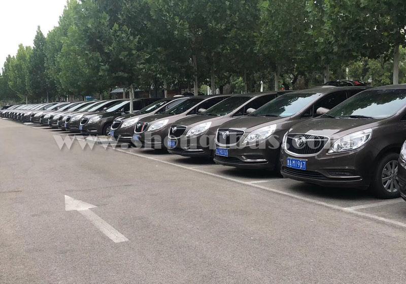 北京包商务车带司机多少钱一天?