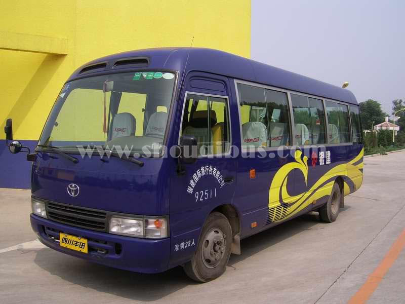 北京17人座中巴车租车一天多少钱?