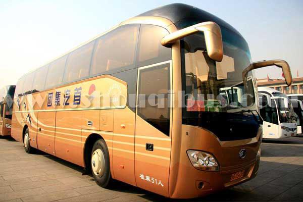 北京租51座金龙大巴车带司机一天多少钱?