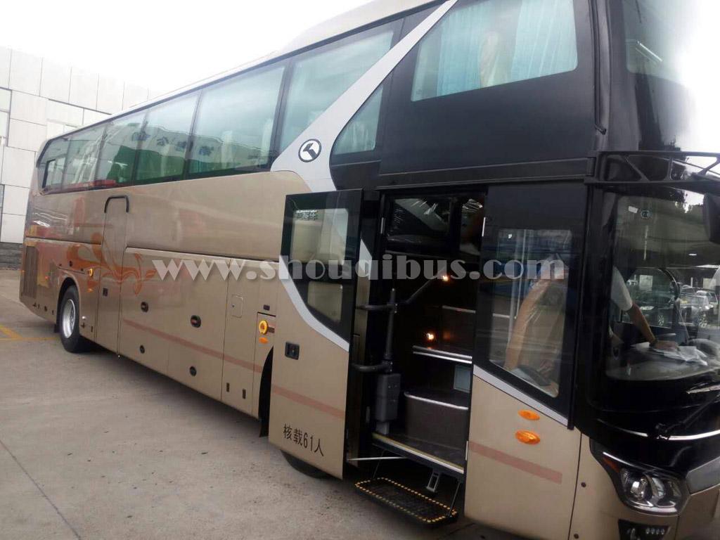 北京首汽61座大巴车:金龙客车KLQ6125D