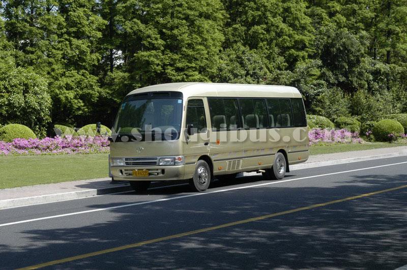 首汽小型巴士:19座丰田考斯特coaster
