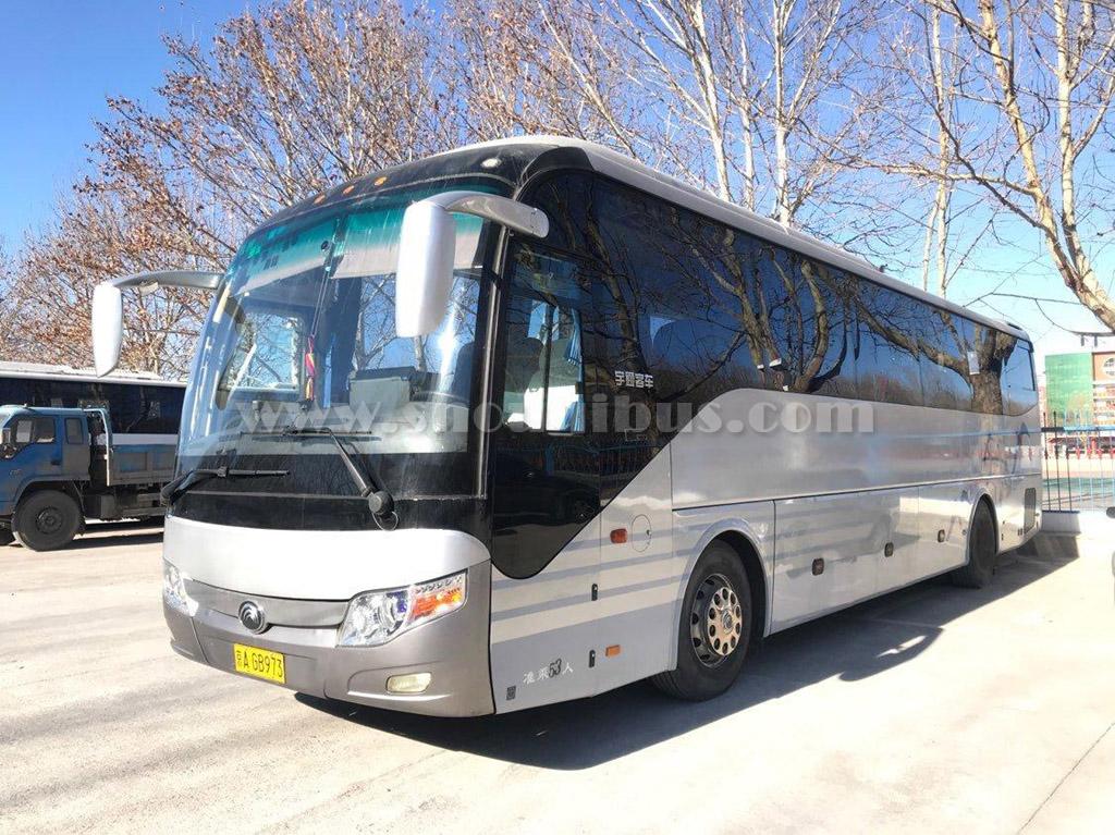 53座宇通旅游团体客车,车内空间较大,豪华舒适