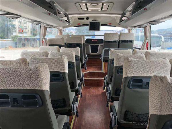 首汽巴士:57座宇通大客车